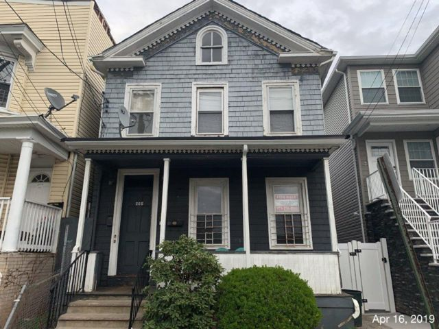 2 BR,  2.00 BTH  2 story style home in Elizabeth